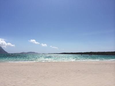 strand-in-sardinien-by_julia_pixelio-de Heimat hier? Dort? Allein? Zu zweit?