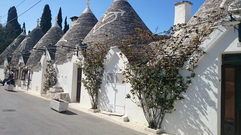 beschriftete_trullidc3a4cher Alberobello und die Trulli